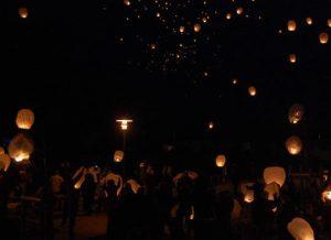 Plougasnou Lacher lanternes volantes