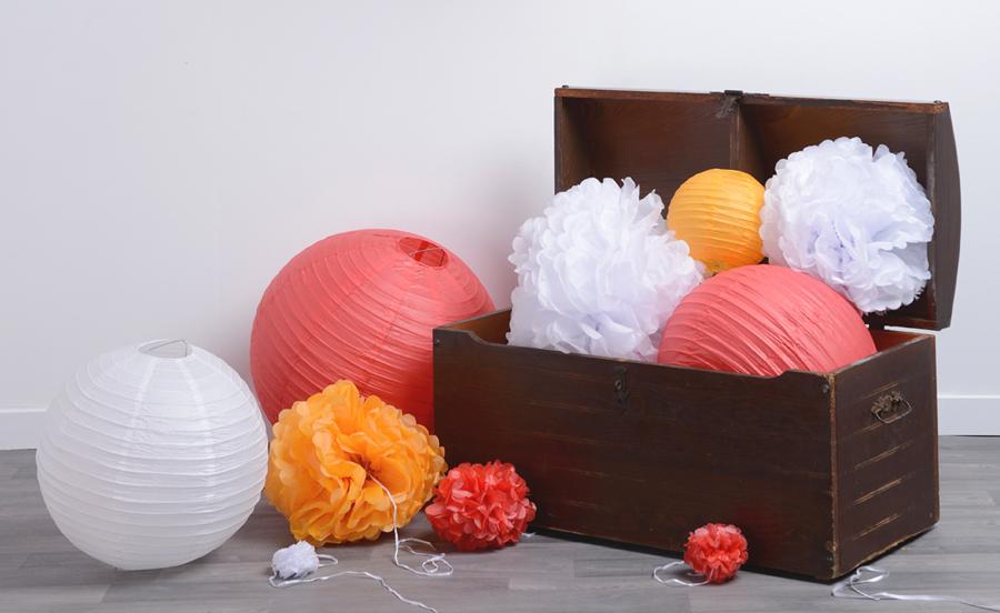 Nouveau : Lampions (boules papier) et Pompons colorés