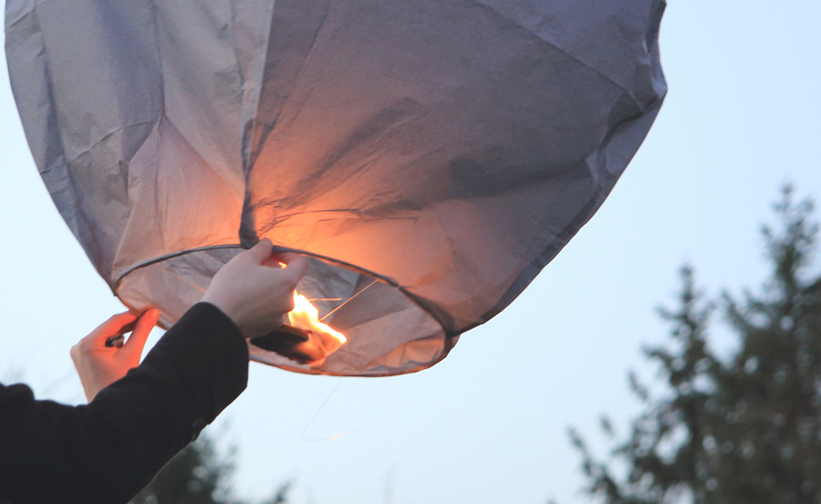 lanterne-volante-grise