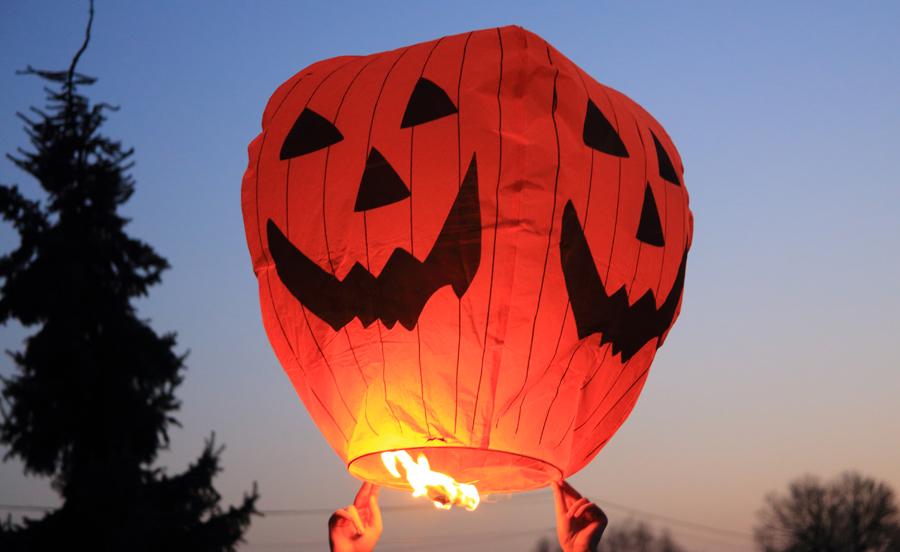 Un lâcher de lanterne pour Halloween ?