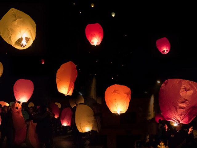 """Résultat de recherche d'images pour """"lacher de lanterne bayonne 2017"""""""