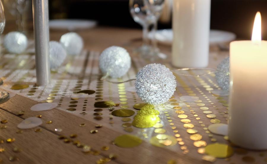 guirlande led boules frisées métalliques blanches