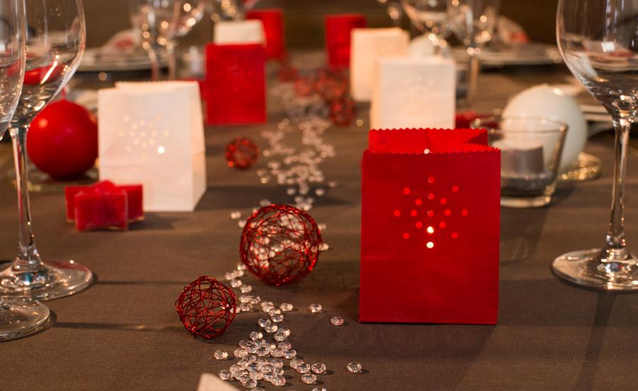 Décoration table de fêtes : rouge et blanc