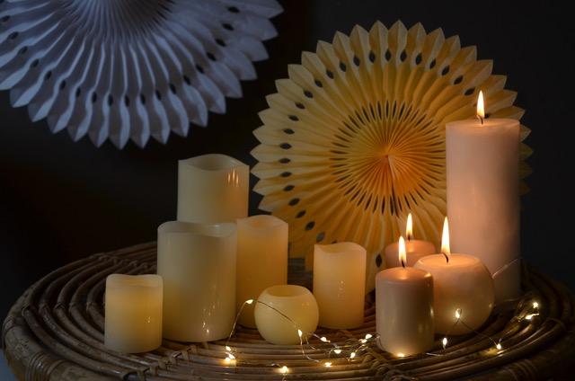 Rosaces papier et bougies LED, guirlande micro-led