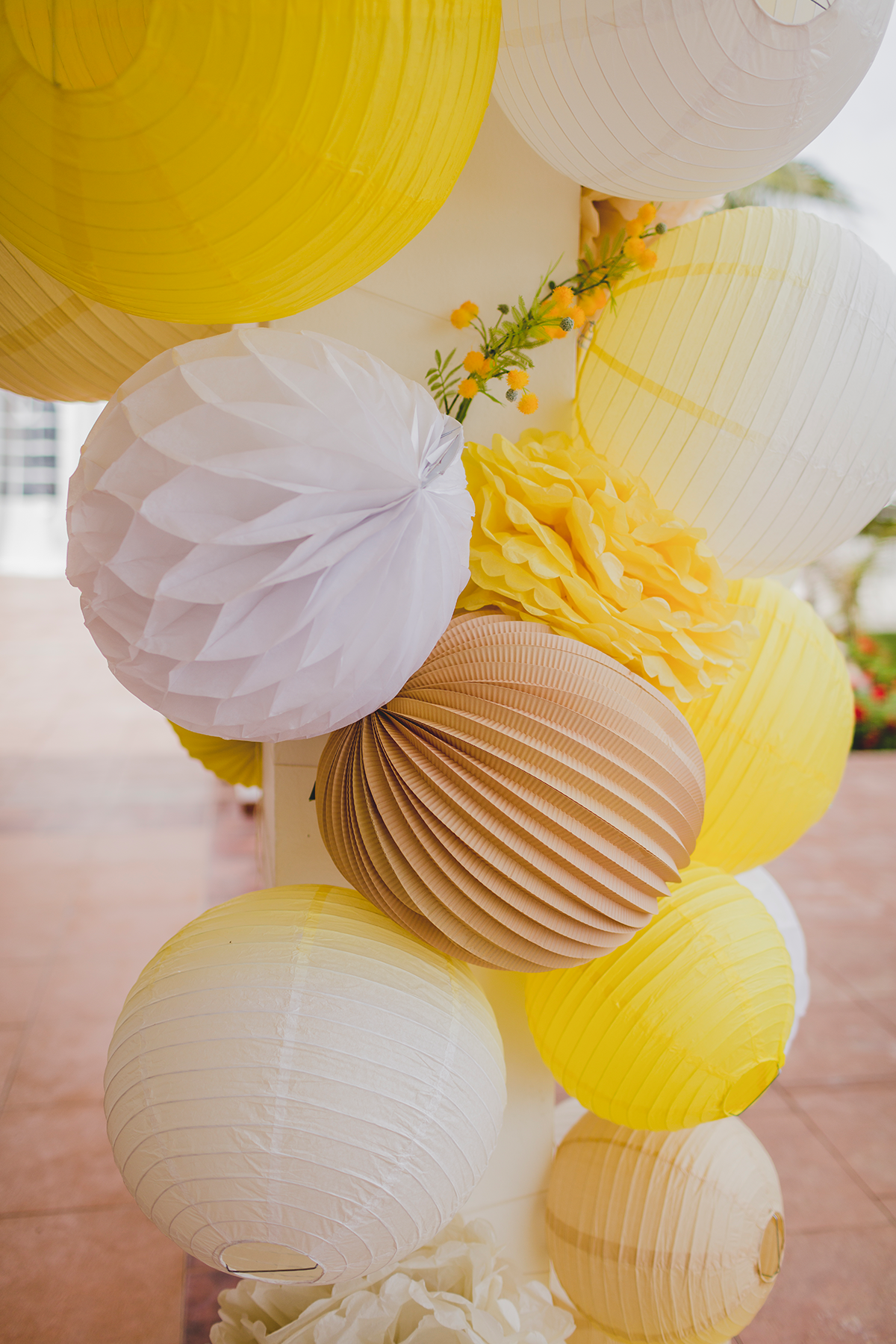 decoration jaune mariage lampions grappe