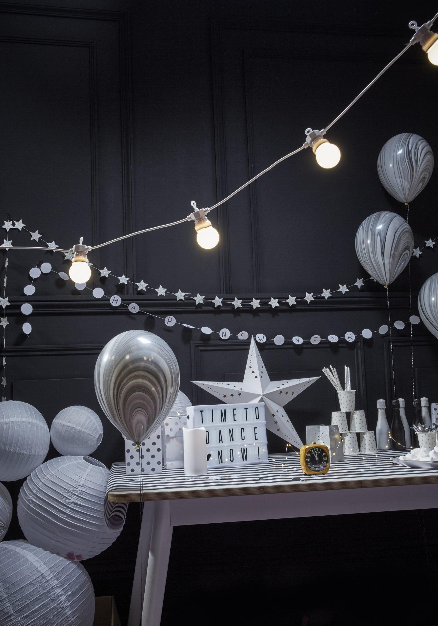 décoration nouvel an bonne année noir blanc argent blanc noir saint sylvestre 31 décembre