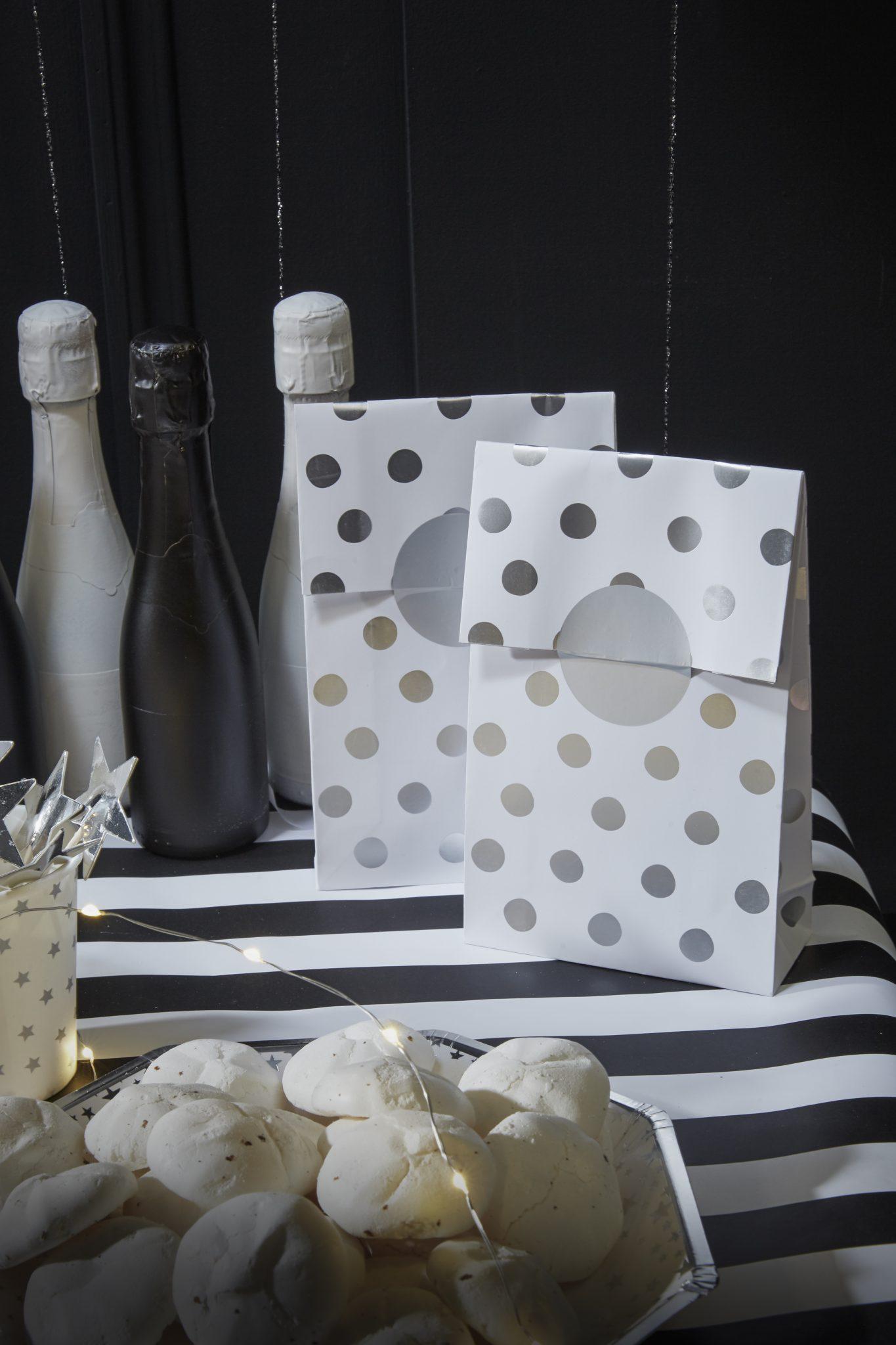 pochettes cadeaux sac nouvel an réveillon argent noir blanc cadeaux bonne année réveillon 31 décembre