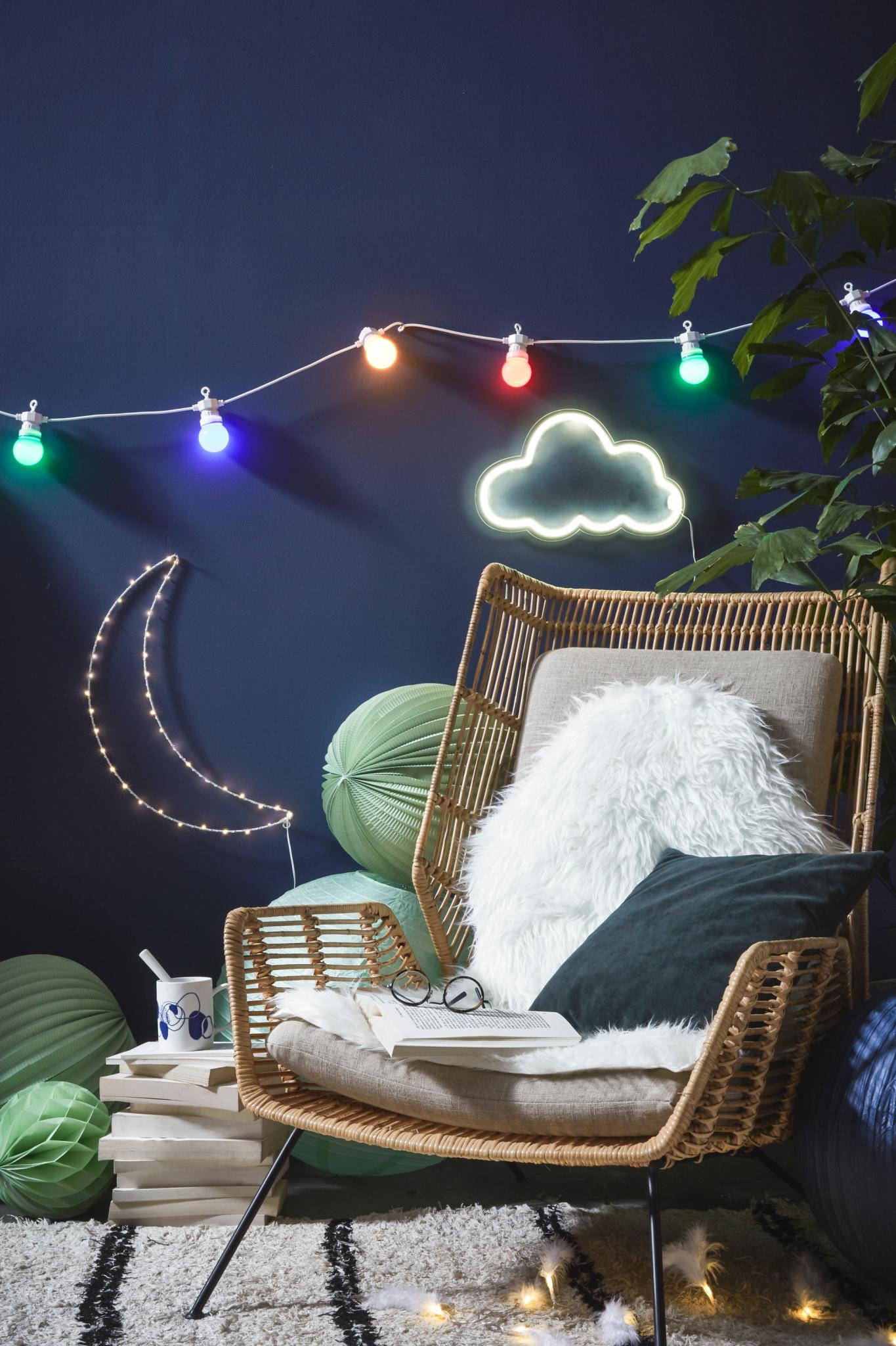 décoration hygge tendance 2018 décoration mur bleu jeans denim néon lune nuage lampion
