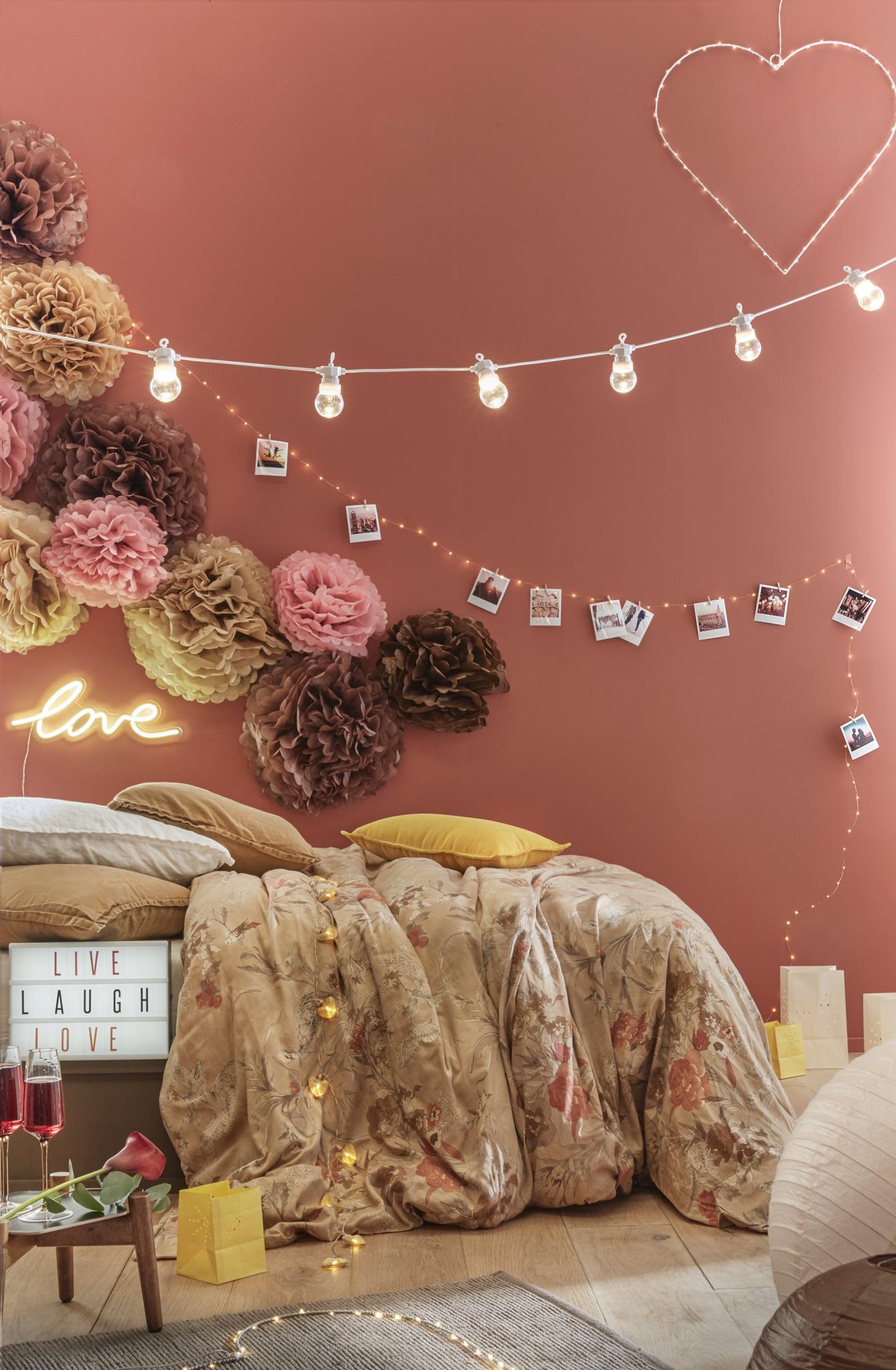 décoration tendance saint valentin chambre guirlande guinguette néon love terracotta