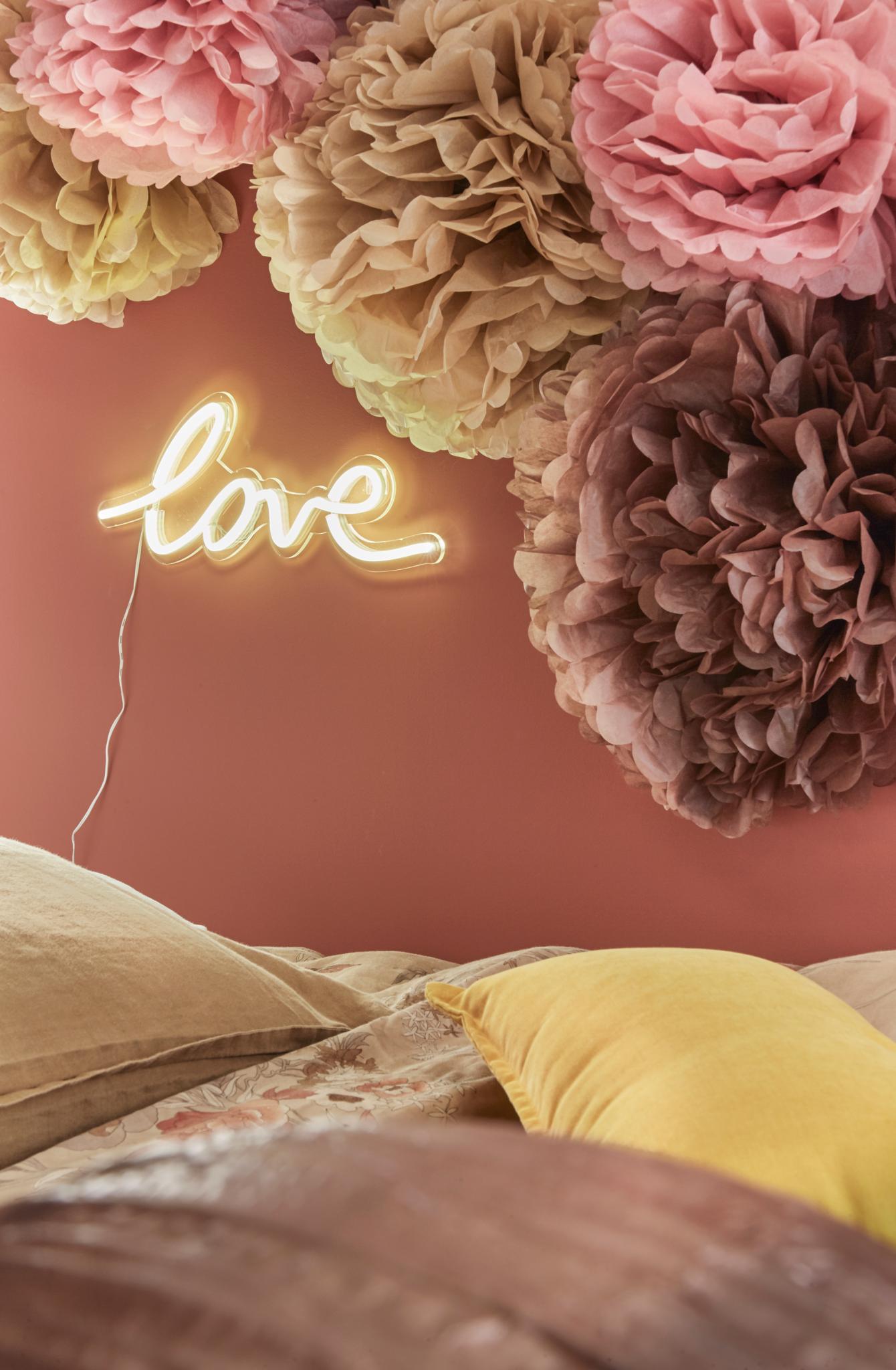 décoration saint valentin pompons papier chambre intérieur 2018 néon love