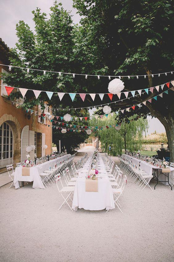 mariage champêtre idées déco fanions guirlande guinguette blanche jute toile