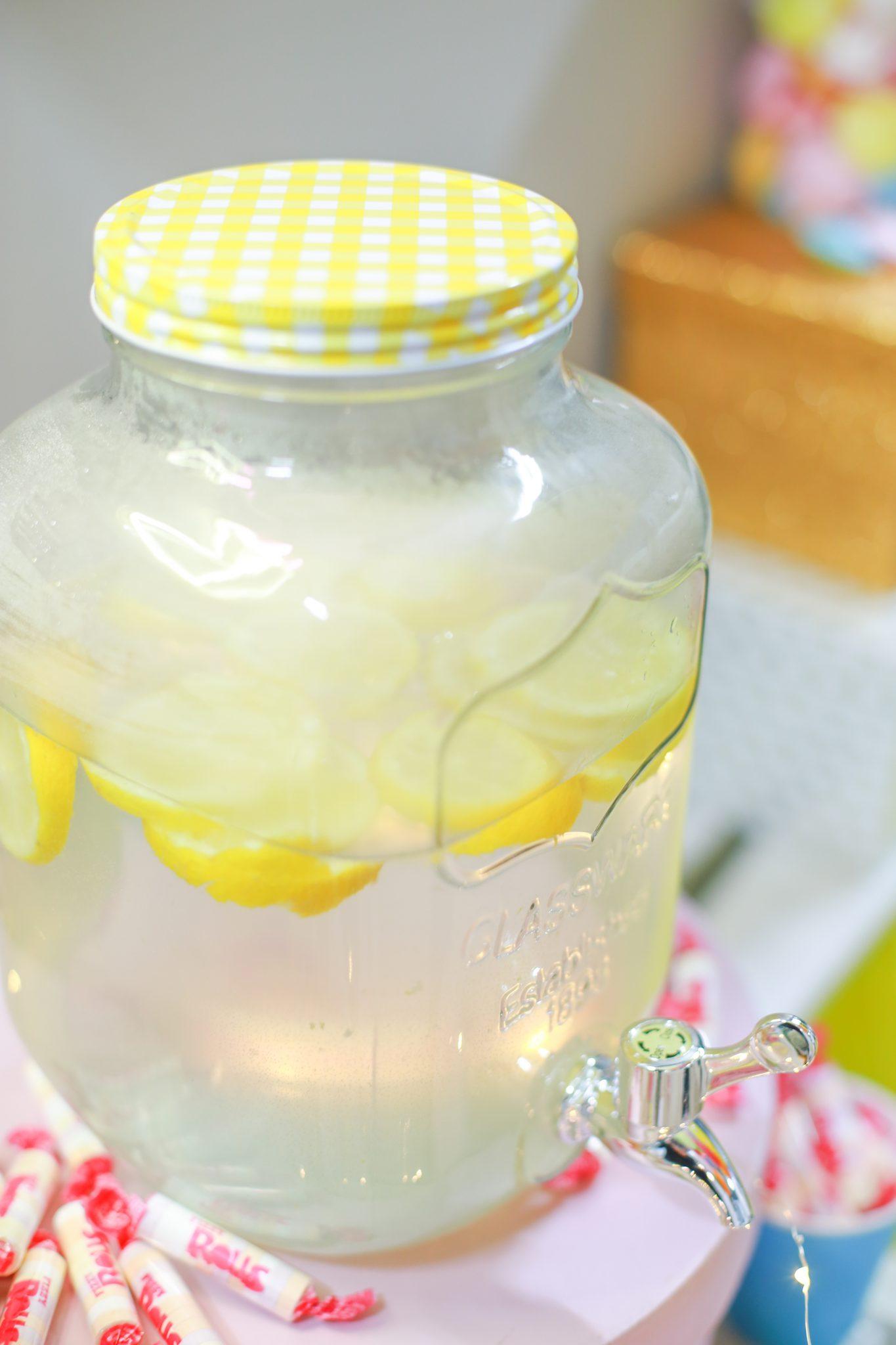 fontaine mason jar citrons candy bar gouter anniversaire enfant kids party