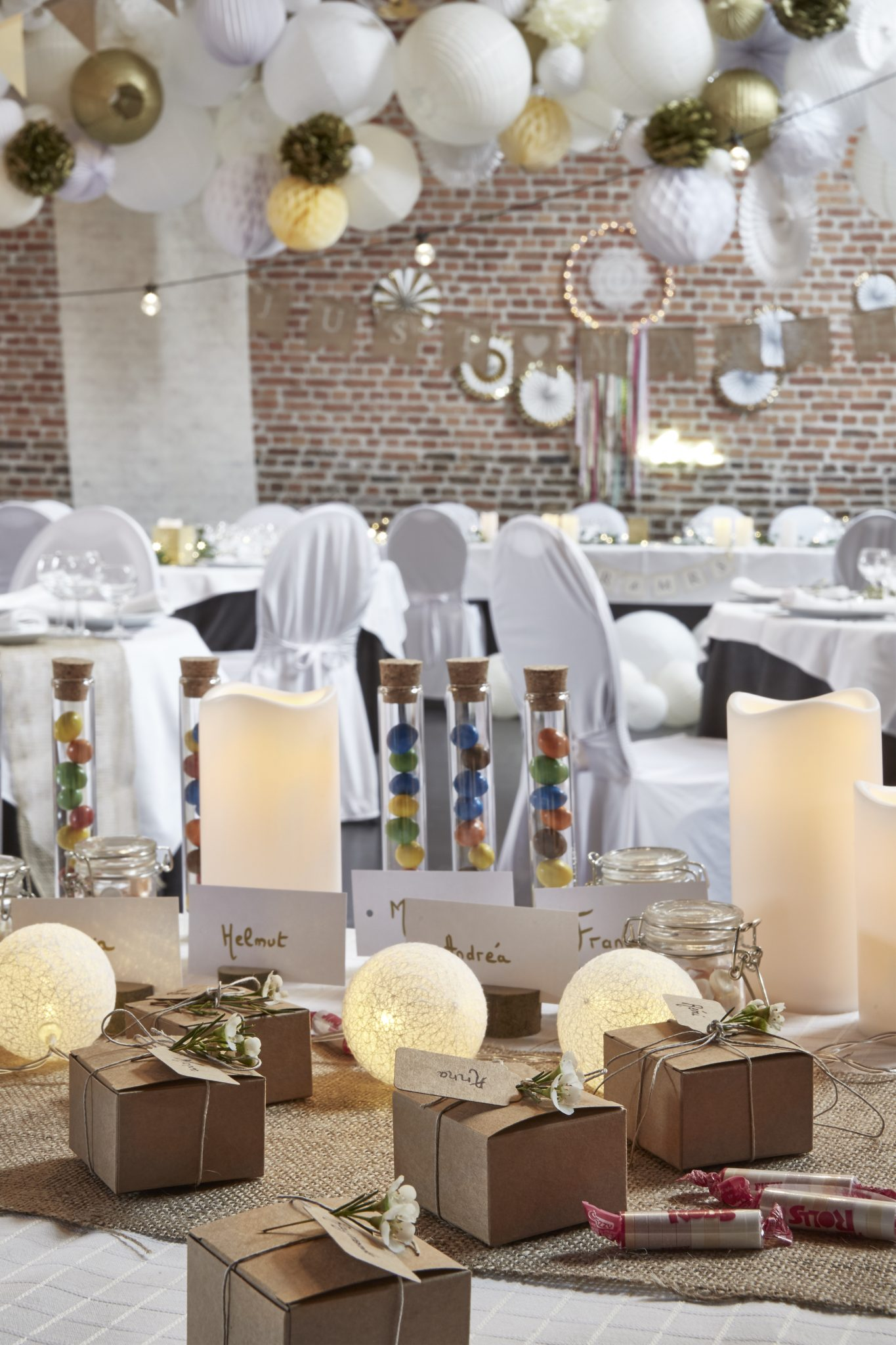 Deco Mariage Idees Pour Decorer La Table Livre D Or