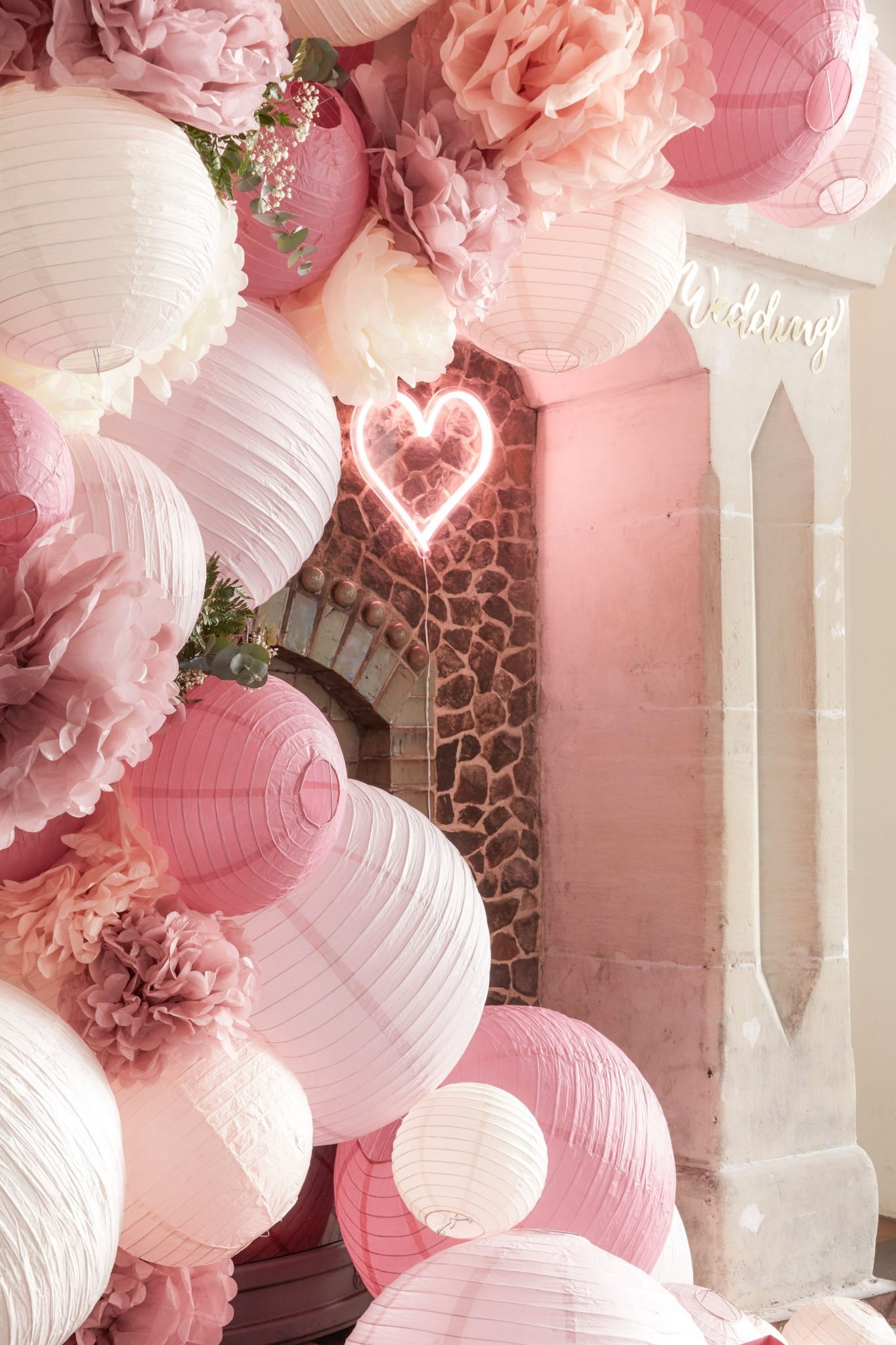 deco mariage grappe cascade lampions comment tuto cheminee rose