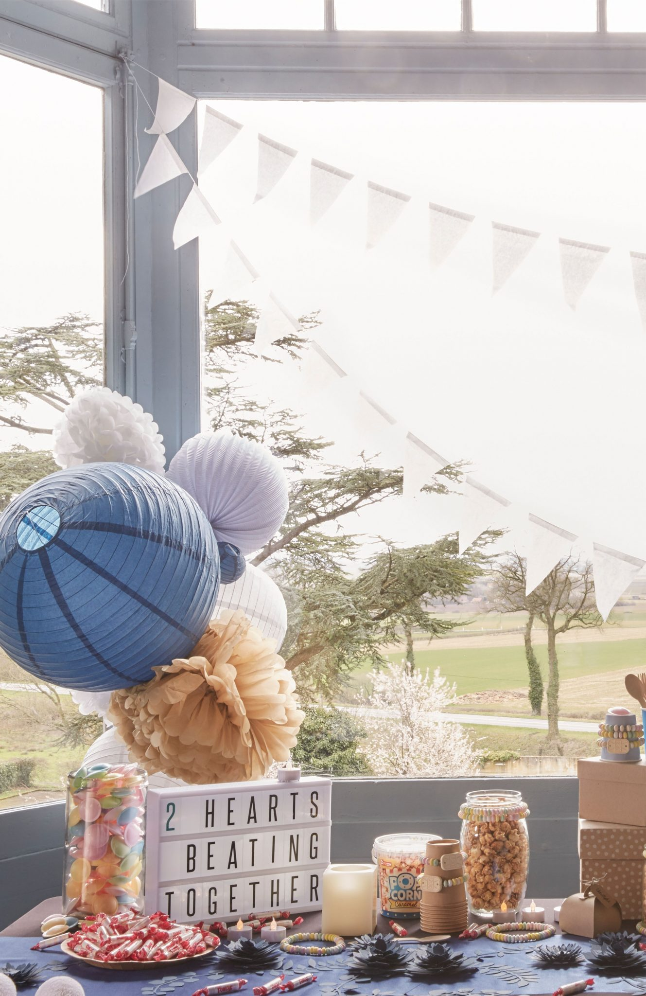 candybar mariage bleu navy grappe lampions fanions
