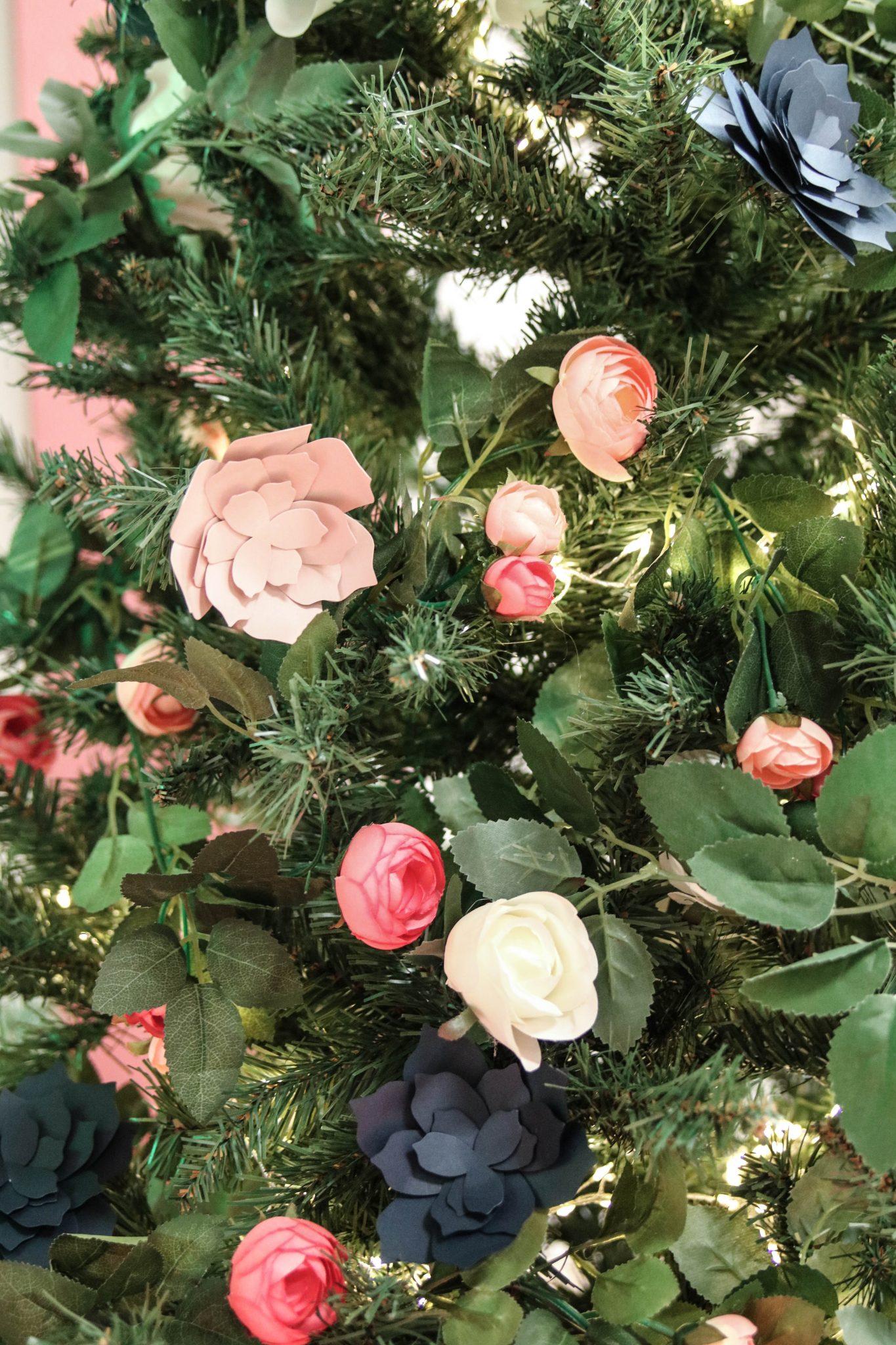 sapin de noel fleurs tendance décoration